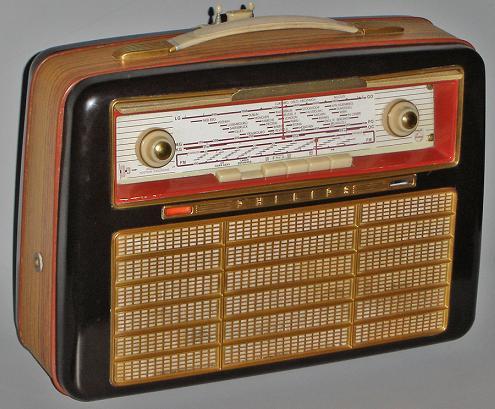 Philips Presenta Nuevas Radios Con Diseno Estilo Retro furthermore Draagbare Radio as well Csbl additionally Philips Az105s 05 Portable Stereo Silver 21350493 Pdt as well Telefon Komorkowy. on philips radio